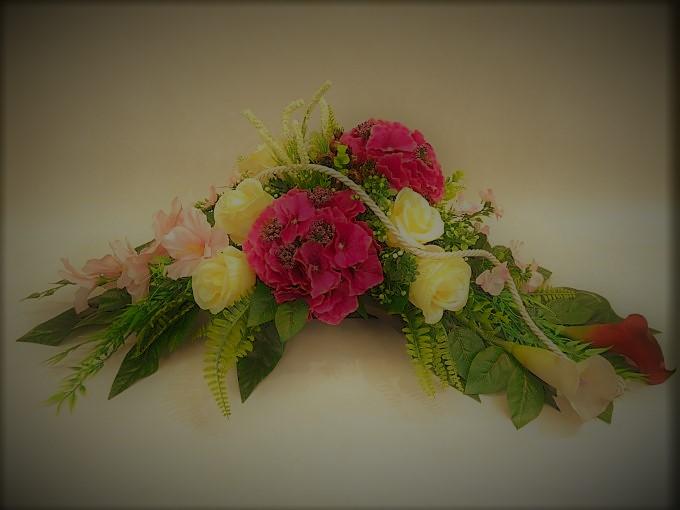 Stroik z hortensji, kali i róż